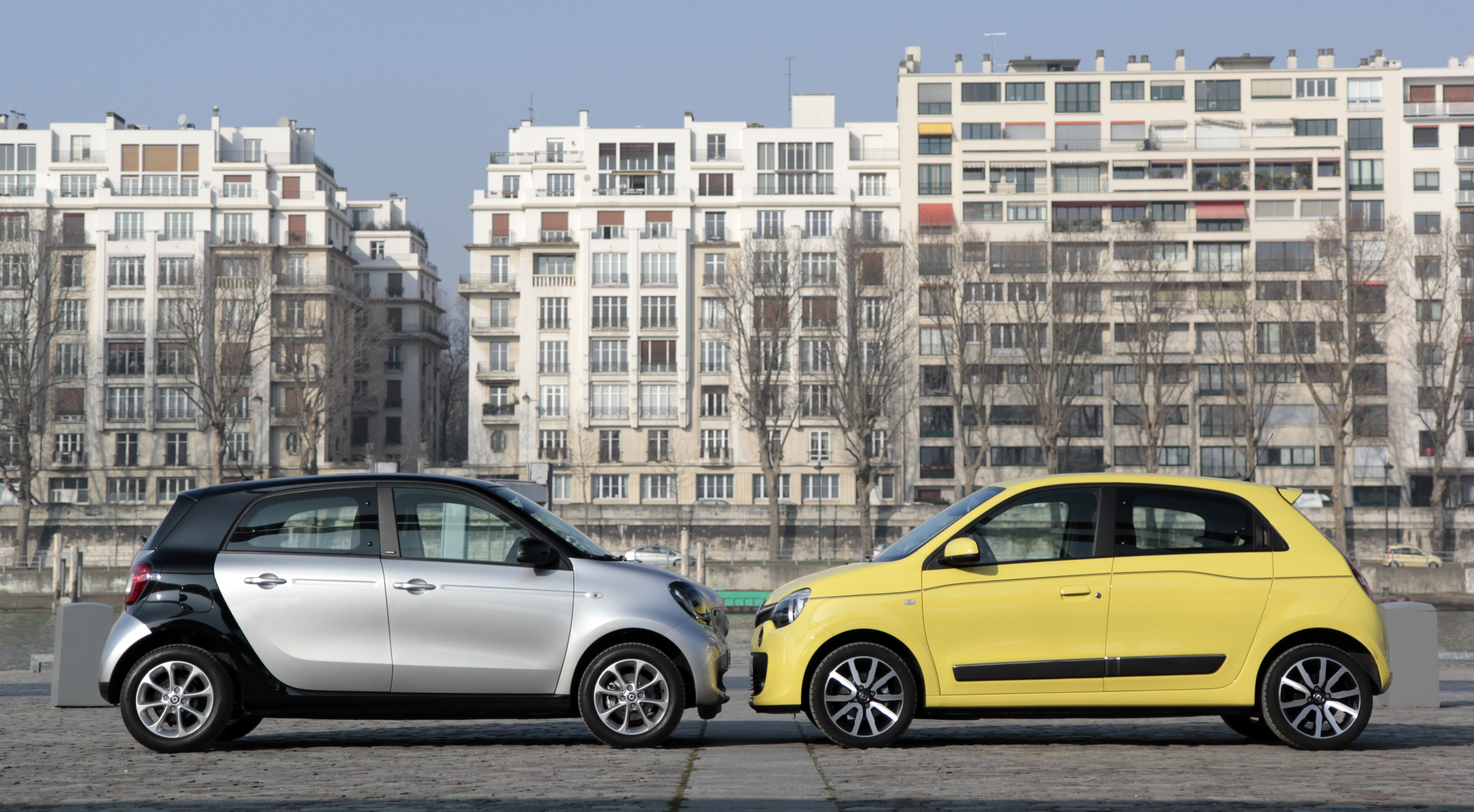 comparatif vid o renault twingo vs smart forfour. Black Bedroom Furniture Sets. Home Design Ideas