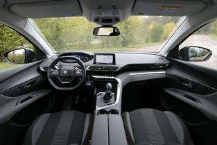 Peugeot frappe fort avec son cockpit numérique du série.