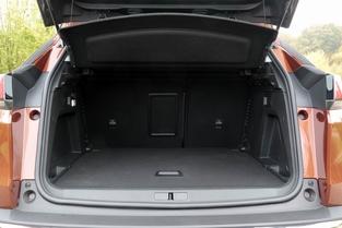 Le coffre du 3008 offre 520 litres.