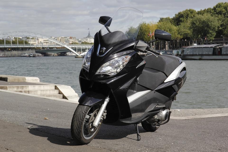 Essai Peugeot Satelis 300i 2013 : ne pas se fier aux apparences