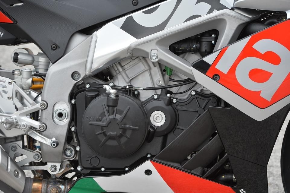 Essai Aprilia RSV4 RF 2015 : l'ultra-connectée