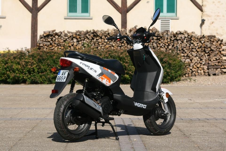 Scooter Vastro Stumpy 50 cm3 : le sportif dénudé