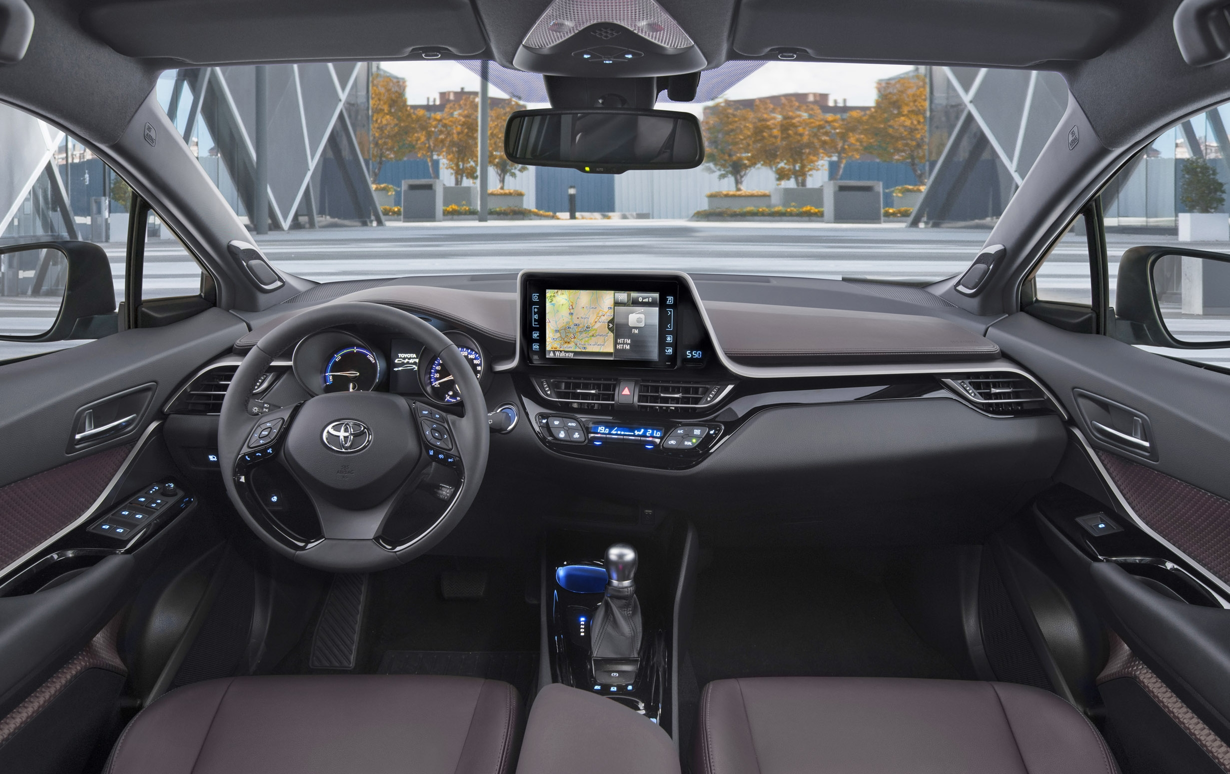 Suv quel toyota c hr choisir for Interieur toyota chr