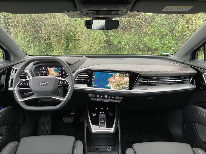 Relatively close to that of the A3, the dashboard gives pride of place to digital with digital instrumentation, an 11.6-inch multimedia screen and an augmented reality head-up display.