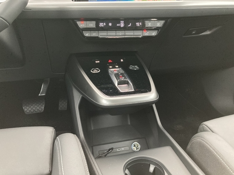 The floating console is one of the specificities of this Q4.