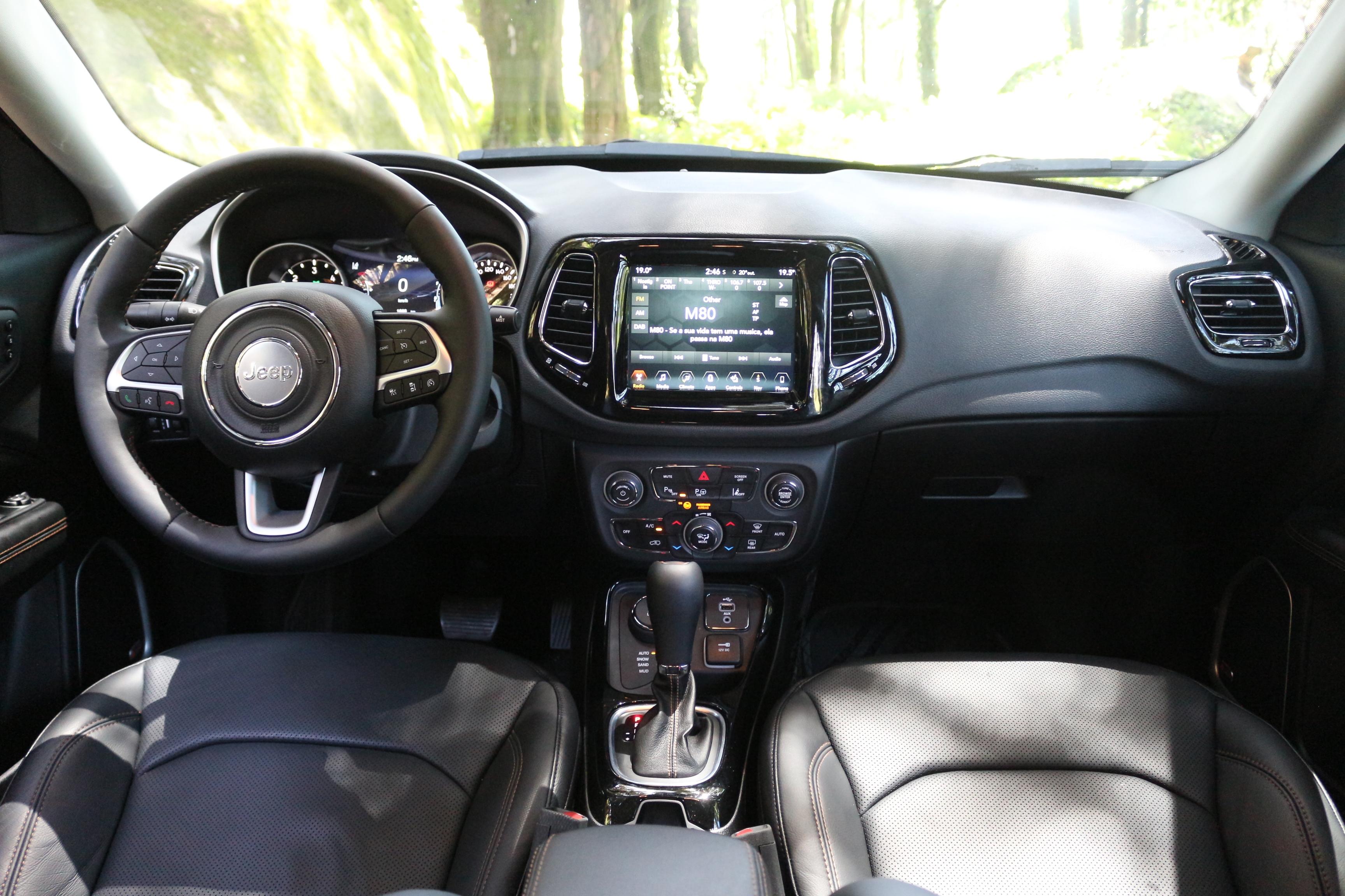 Essai vid o jeep compass 2 2017 d boussol for Interieur jeep compass