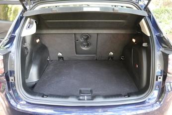 Le volume de coffre est dans la moyenne du segment avec 368 litres (avec une vraie roue de secours).