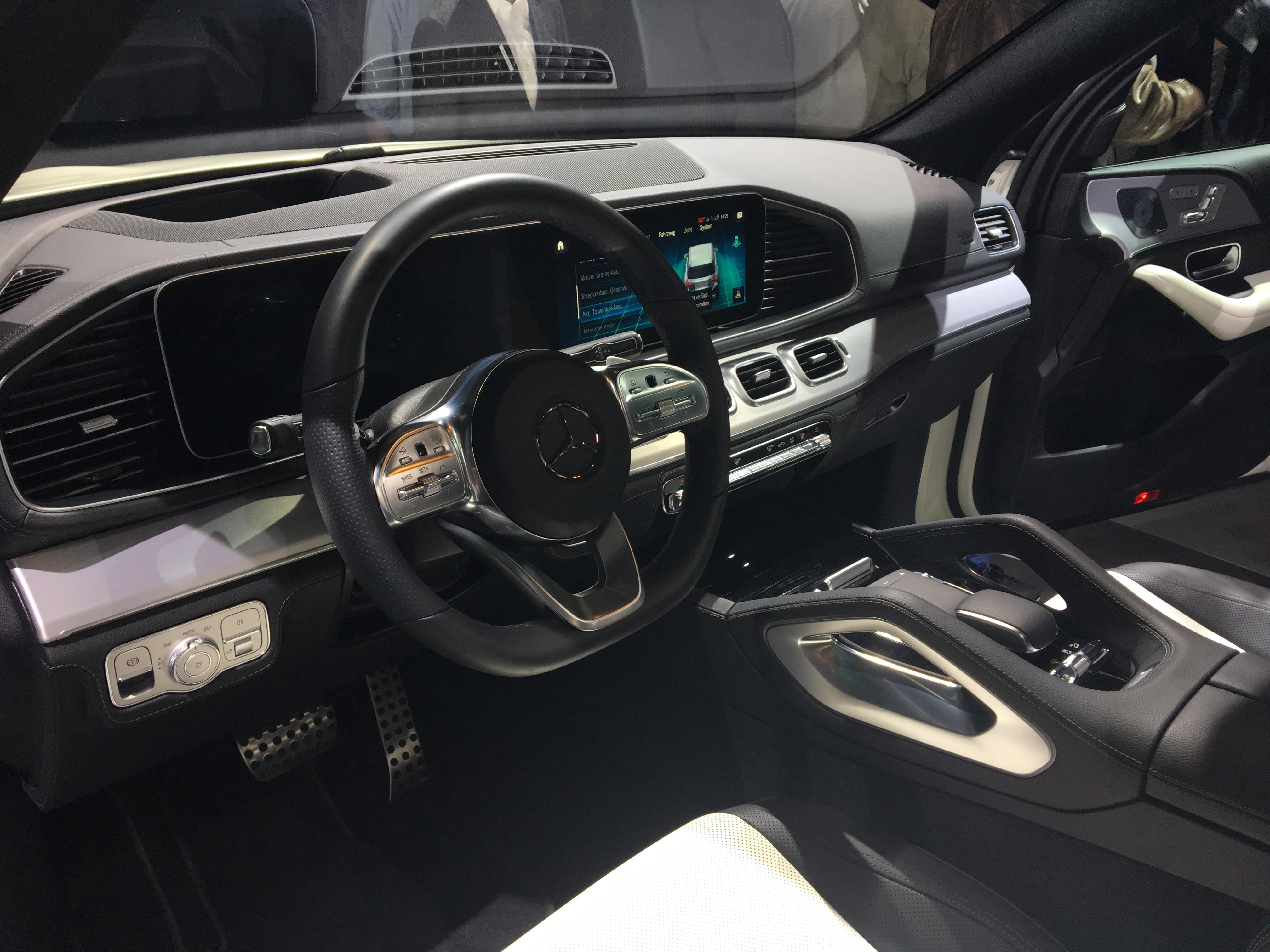 Mercedes Gle Interieur : mercedes gle avec une offre 7 places vid o en avant premi re du mondial de l 39 auto ~ Medecine-chirurgie-esthetiques.com Avis de Voitures
