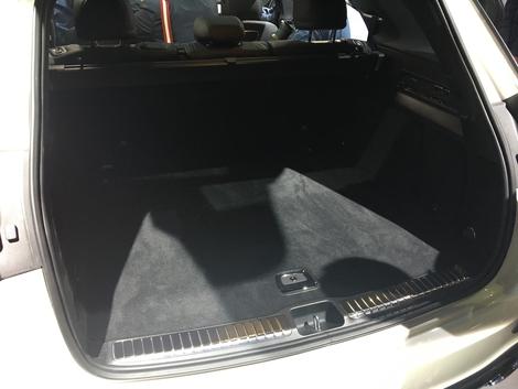 Le coffre peut désormais accueillir deux places supplémentaires (option).