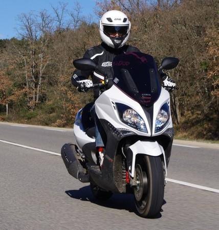 Essai Kymco 500 Xciting RI ABS: le maxi-scooter fait peau neuve.