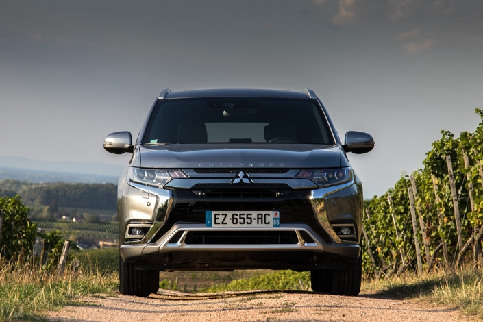 essai vid o mitsubishi outlander phev 2019 une petite rallonge. Black Bedroom Furniture Sets. Home Design Ideas