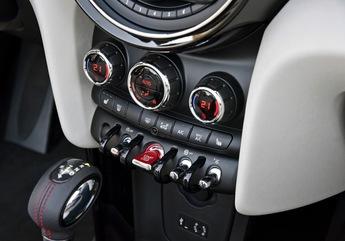 Dans les productions de Mini, on adore l'incontournable rangée de commandesde type bascule. La mise en route se fait avec le bouton central.