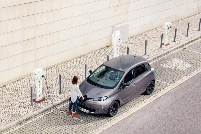 La Renault Zoé est la deuxième voiture électrique la plus prisée en Europe, derrière sa cousine la Nissan Leaf. Mais ses chiffres de vente restent faibles dans l'absolu: 13 500 voitures sur les 5 premiers mois de l'année, c'est encore peu.
