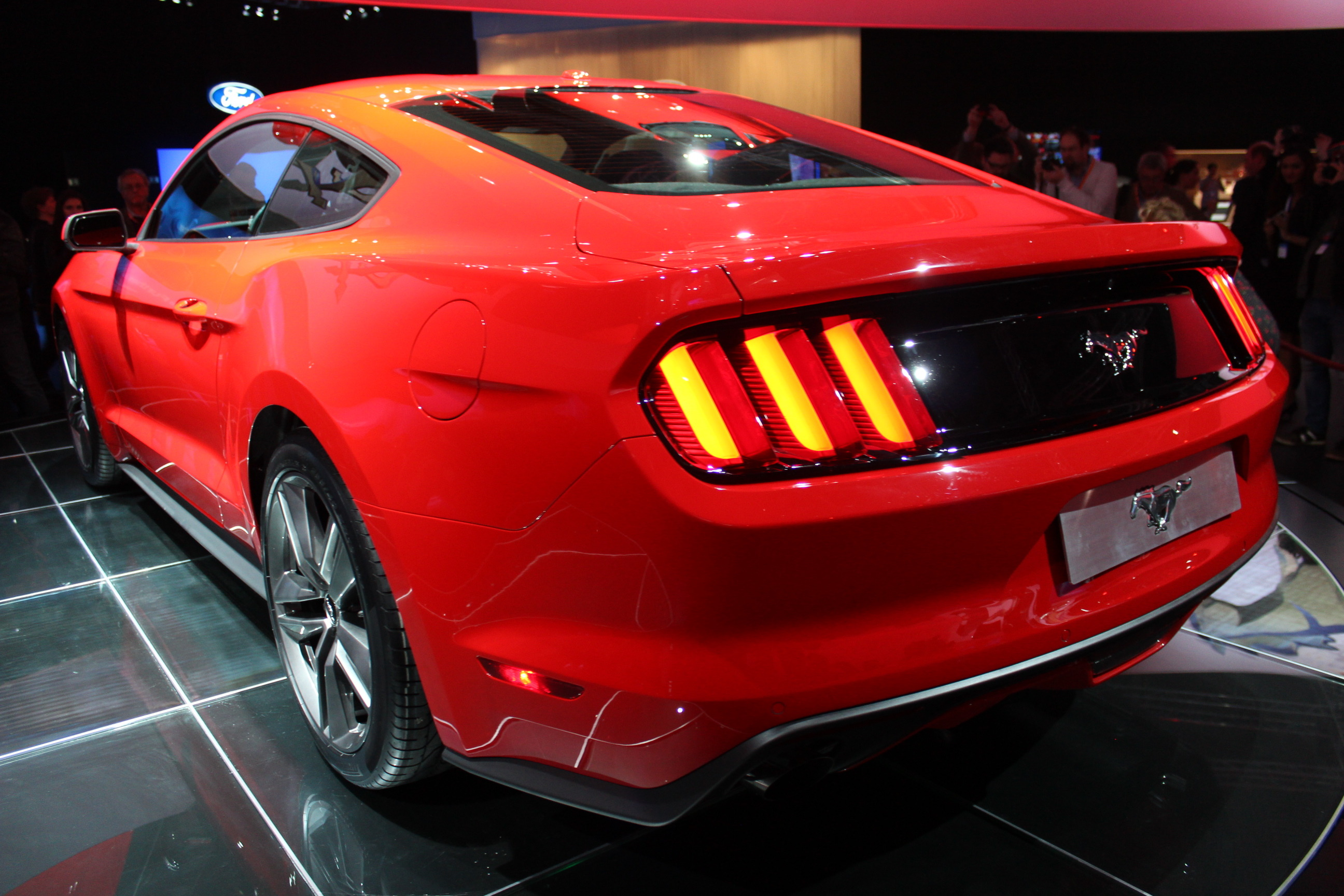 caradisiac tait la pr sentation de la nouvelle ford mustang barcelone. Black Bedroom Furniture Sets. Home Design Ideas