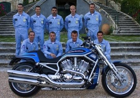 "25 500 euros pour la Harley-Davidson V-Rod ""Patrouille de France"""