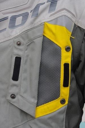 Essai Scott DualRaid TP, la veste: l'aventurière qui sait tout faire
