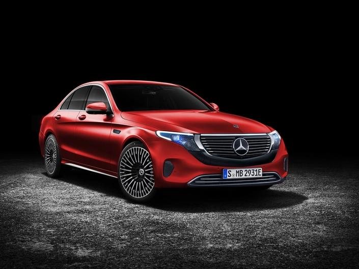 Un graphiste imagine une berline électrique Mercedes EQ