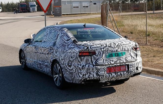 Surprise : la future VW Passat en montre plus