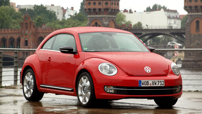 voiture coccinelle rouge