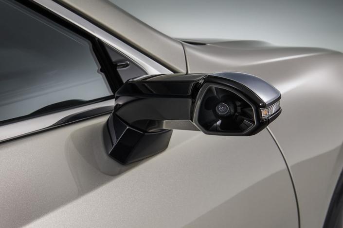 Caméra rétroviseur: Lexus grille la politesse à Audi