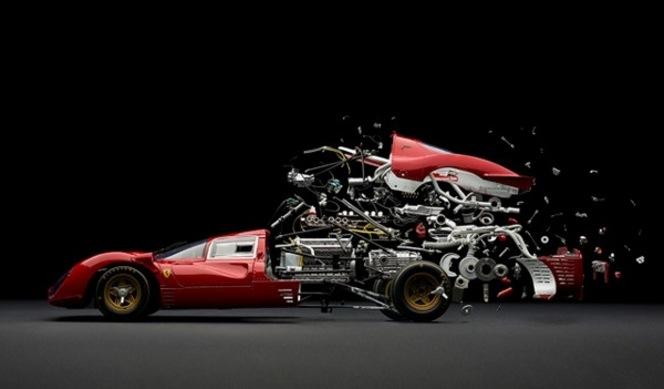 Une série de voitures désintégrées en photographie