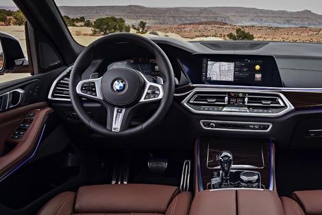 BMW a rapproché les écrans. L'instrumentation abandonne les compteurs circulaires!