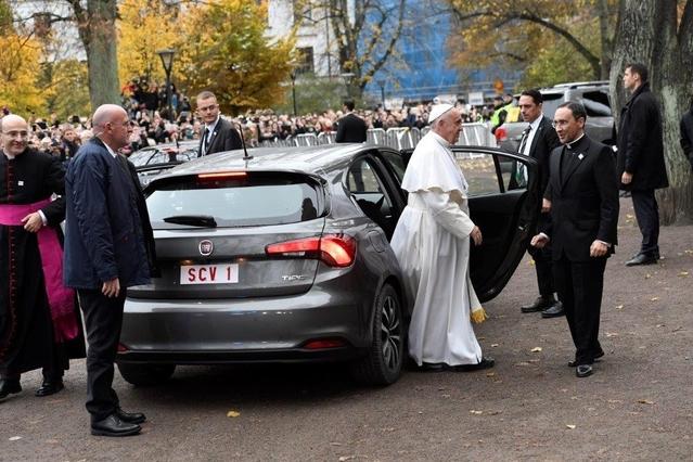 Le pape roule en Fiat Tipo