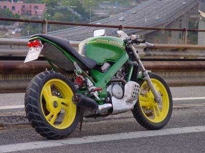 Moto à la mode agricole par John Deere