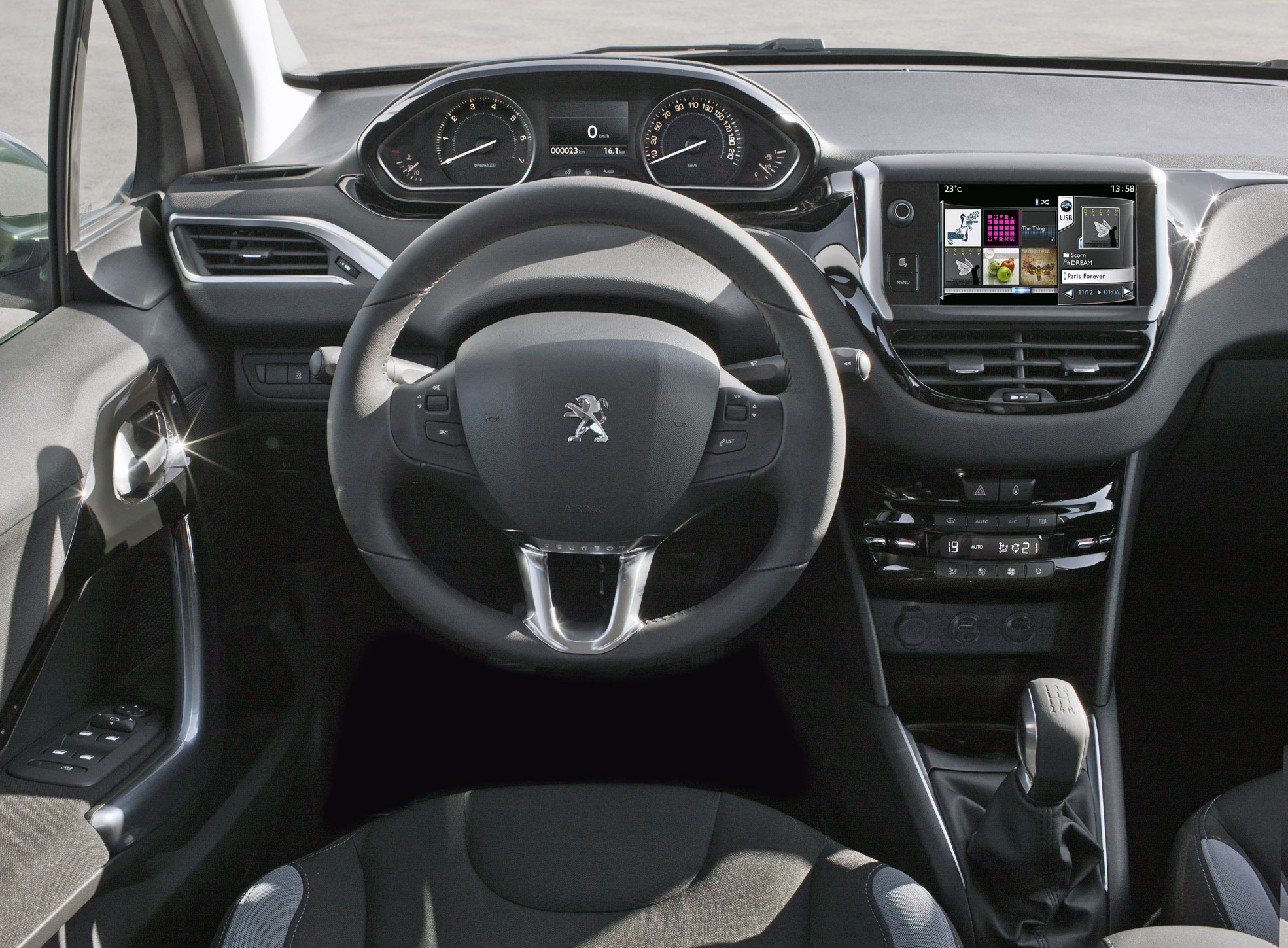 Quelle peugeot 208 choisir for Interieur peugeot 208