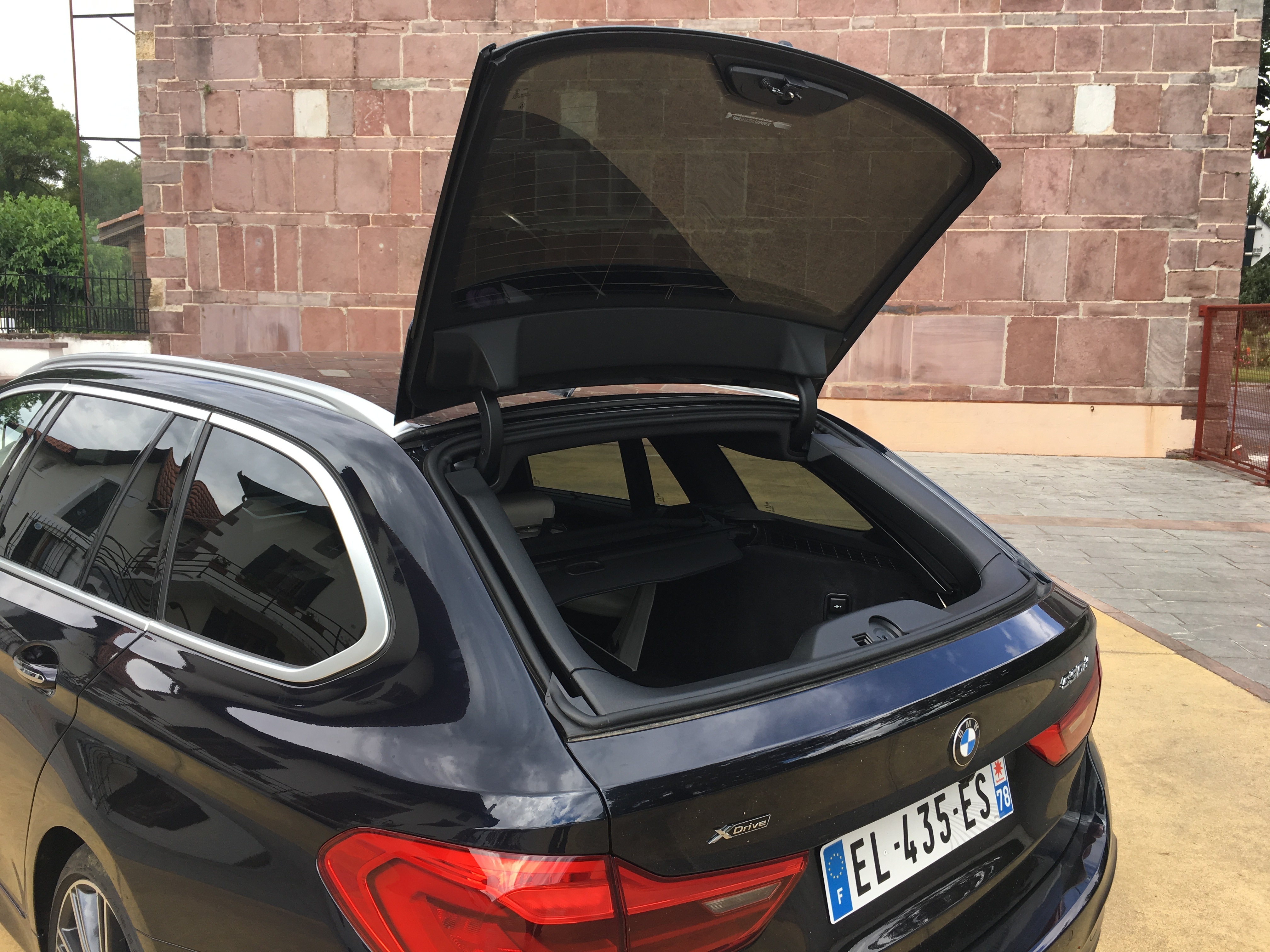 essai vid o bmw s rie 5 touring 2017 coup de break. Black Bedroom Furniture Sets. Home Design Ideas