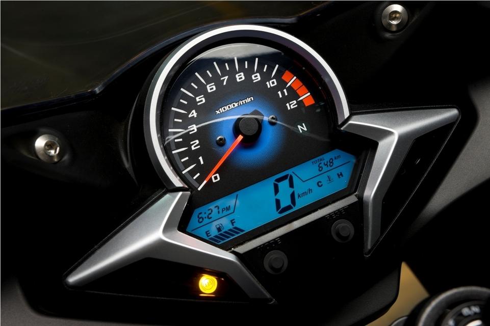 Essai - Honda CBR 250R C-ABS 2011 : De la ville au circuit...