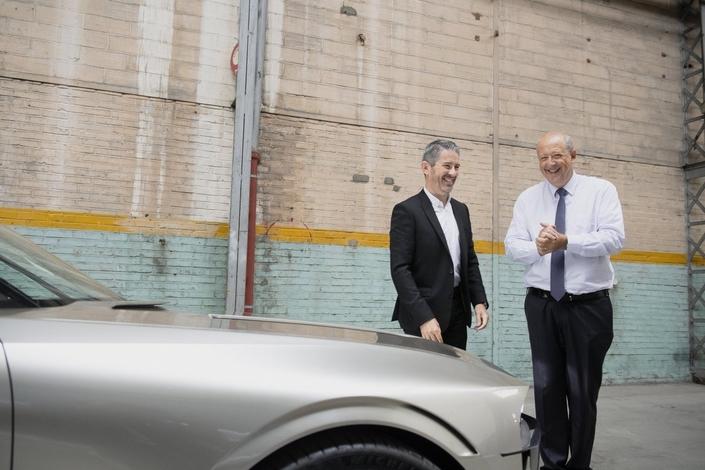 Mondial de Paris2018 - Peugeot tease un nouveau concept-carhommage à la 504 Coupé