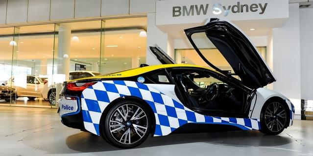 Insolite : la police australienne reçoit une BMW i8