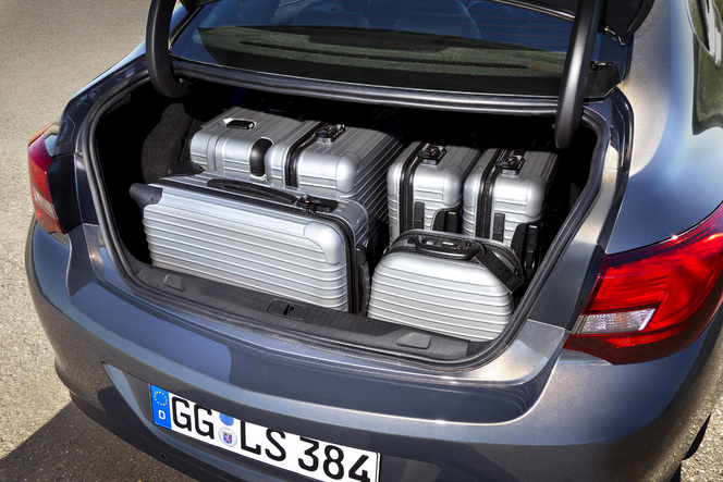 La nouvelle Opel Astra Berline disponible à la commande