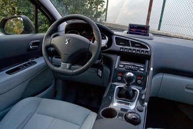 Essai vid o peugeot 3008 surprenant for Interieur 3008 allure