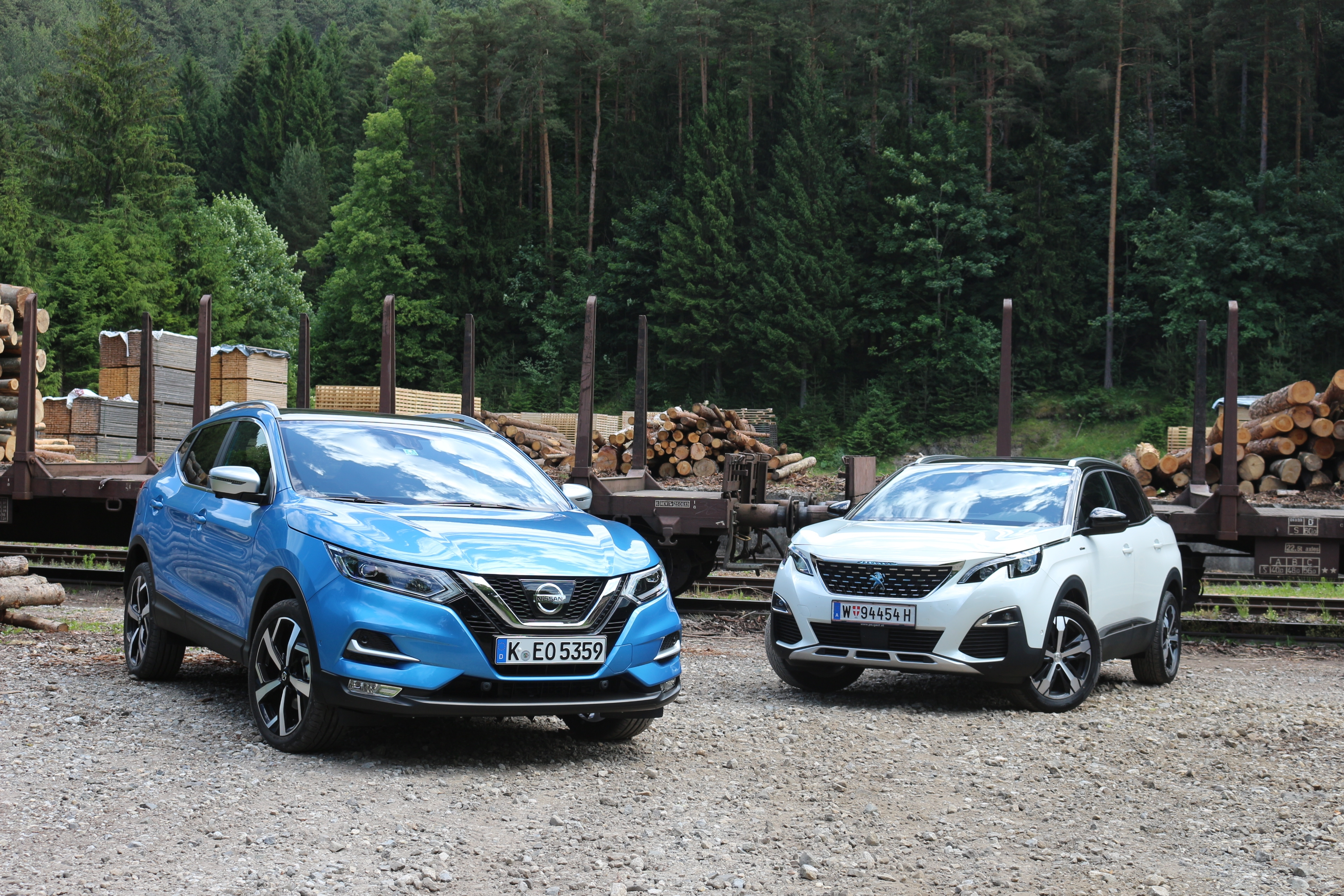 comparatif vid o nissan qashqai vs peugeot 3008 lutte pour un continent. Black Bedroom Furniture Sets. Home Design Ideas