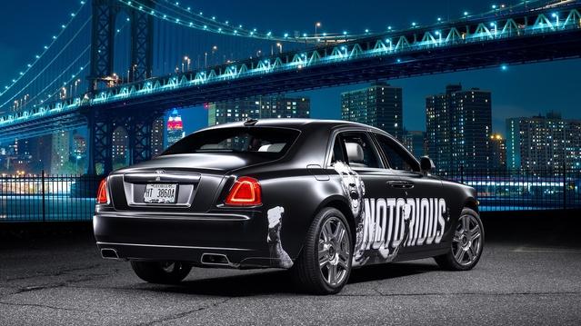 Rolls Royce offre une Ghost au champion de l'UFC