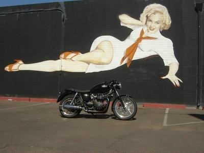 Moto & Sexy : la Belle et la Bonneville