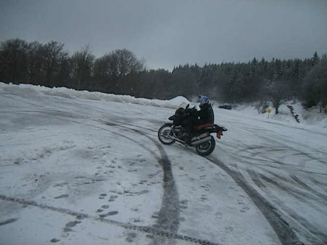 Moto sur neige : le retour en force et en suspensions