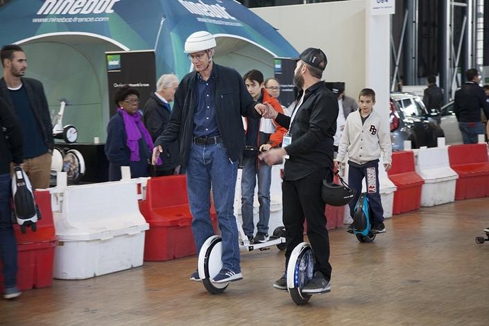 Le salon Autonomy permet notamment de tester tous les moyens de transports alternatifs, comme les monoroues électriques.