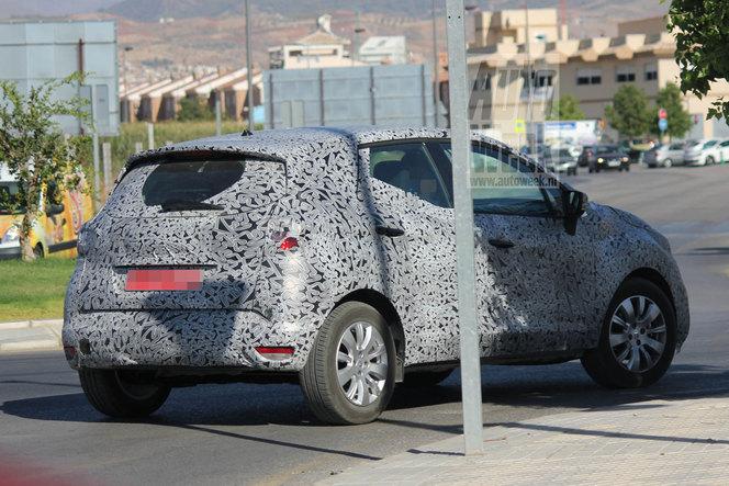 Future Renault Clio crossover: 1ères prises!