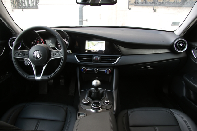 Essai - Alfa Romeo Giulia 2.2 150 ch (2017) : largement suffisant
