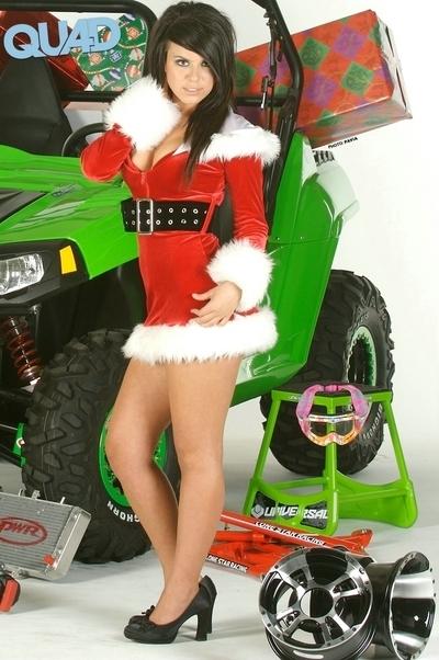 Moto & Sexy : Petit quad de Noël, quand tu descendras du ciel, n'oublie pas mes grosses bottes de moto ....
