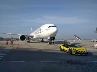 Insolite : une Lamborghini Huracan de sécurité à l'aéroport de Bologne