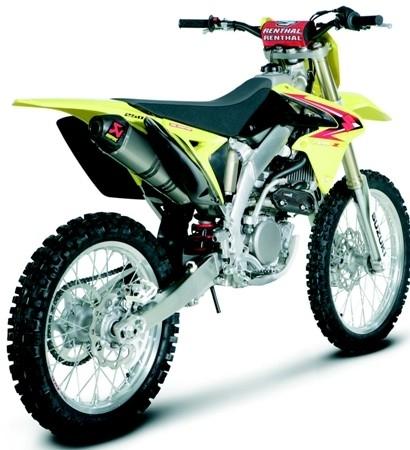 Akrapovic : une ligne Evolution pour la Suzuki RMZ 250 millésime 2010.