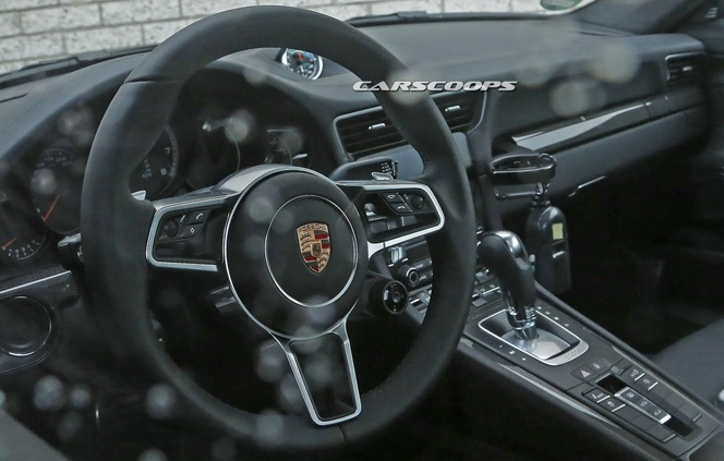 Surprise la porsche 911 turbo restyl e se montre de l for Porsche 918 interieur