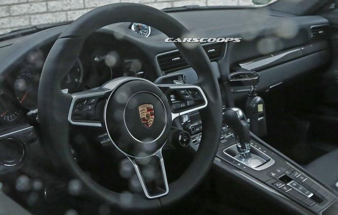 Surprise la porsche 911 turbo restyl e se montre de l for Interieur 911