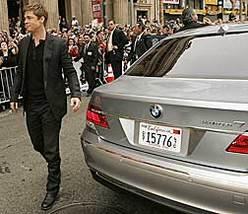 Brad Pitt à bord de la BMW Serie 7 Hydrogen à la première du film Ocean's 13