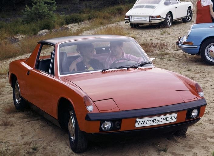 La 914 initiale en 1969, en finition de base, sans les ornements chromés sur les pare-chocs.