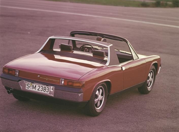 Une 914/6 en finition S, dotée des belles jantes Fuchs en alliage. Ici, en 1970.